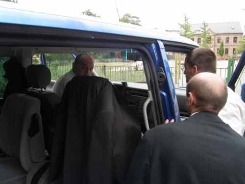 3 Männer und ein Bus