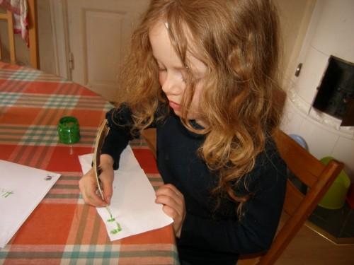 Johanna weiß es: wie man mit einer Feder schreibt