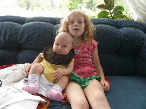 Schwester und Schwesterchen