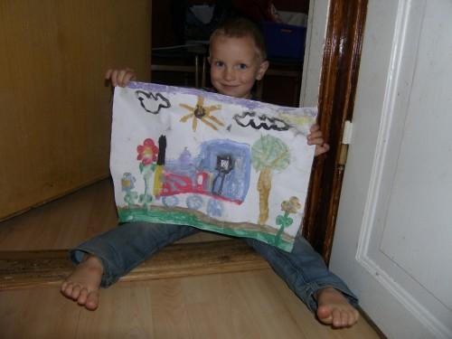 Jonathan mit Geschenk von Johanna