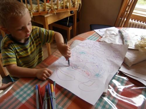 Jonathan malt eine Wasserrutsche