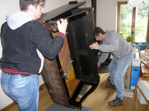 das Klavier kommt ins Haus