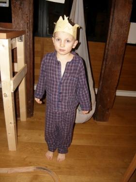 kleiner Prinz im Schlafanzug