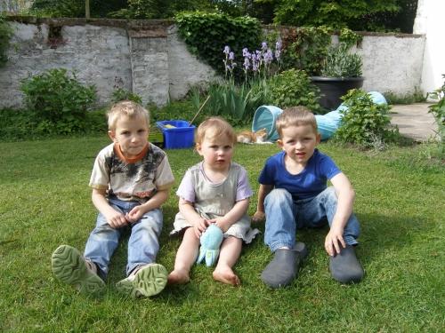 die drei auf der Wiese